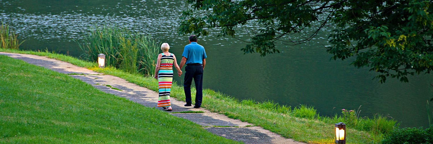 A couple strolling along the lakeside at Peaks of Otter Lodge